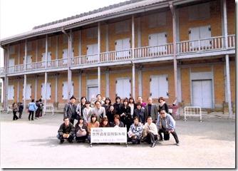 富岡製糸場前で集合写真