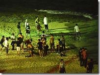 夕食後のビーチで