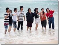 海の中で記念撮影