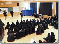 生徒もたくさん見に来ていました