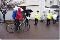 体育館横で自転車指導