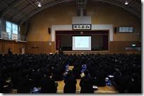 全校集会形式で交通安全教育講話が行われました。