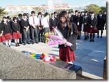 平和の広場で献花