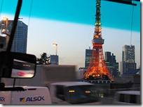 東京タワーを横目に