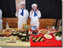 料理と共に記念撮影