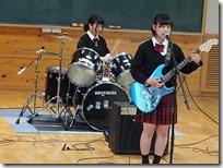 軽音同好会ドラムとギターボーカル