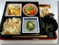 食物科3年生総合調理実習の一環、今年も松花堂弁当を作成・販売始まりました。